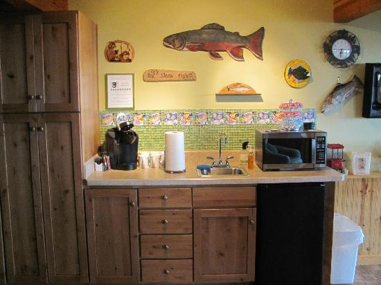 Timber Bay Bed and Breakfast : Downstairs Kitchenette