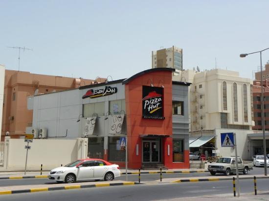 Days Hotel Manama: Local dining.