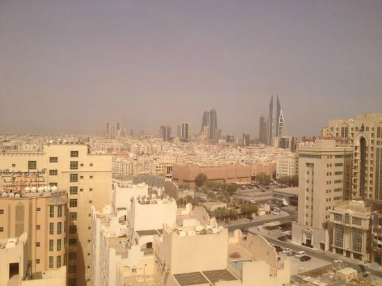 Days Hotel Manama: View from the roof top looking towards city.