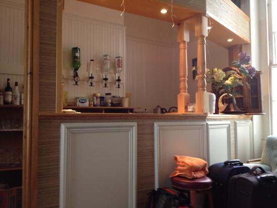 أكوا بيتش: bar