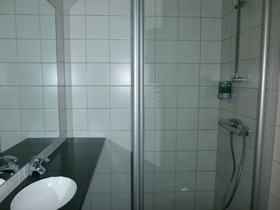 Connect Hotel City: sehr eng aber super sauber-nicht für stärker beleibte