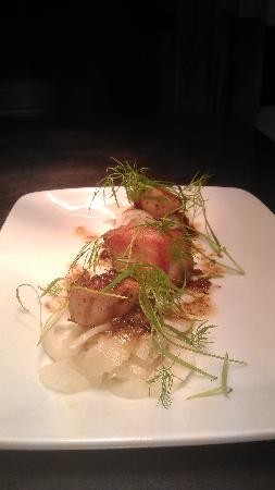 Napiers Restaurant: pan seared scallops with confit belly pork