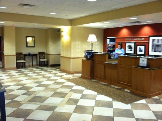 Hampton Inn & Suites Plattsburgh: lobby
