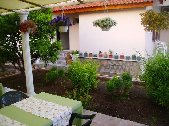 Mehtap Hotel Dalyan: the garden