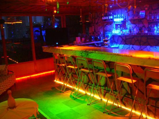 Mehtap Hotel Dalyan: bar in the night