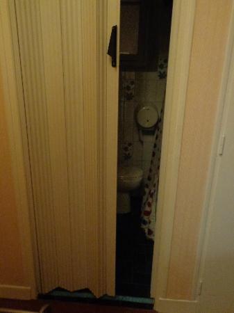 Sainte Rose : bathroom