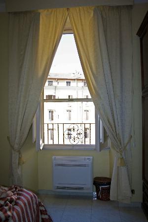 B&B Armonia All'Opera: ventana habitacion