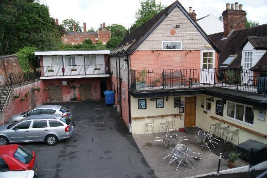 Ye Olde Bucks Head Inn: view of Inn and car park