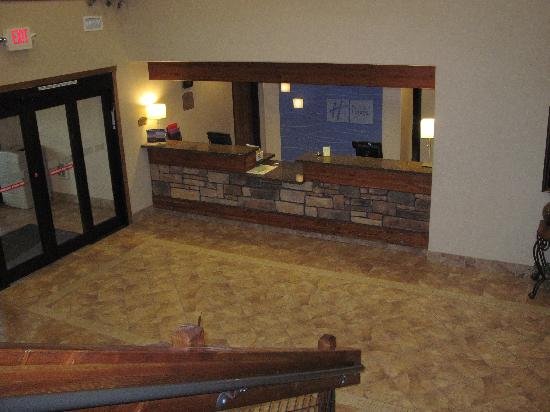 Holiday Inn Express Custer: Front Desk