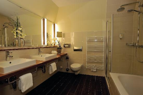 Badezimmer Comfort Plus - Bild von NordWest-Hotel Bad Zwischenahn ...