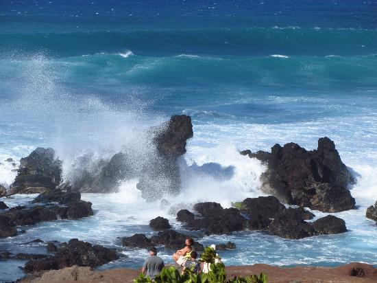 Paia, Havaí: Big waves hitting the rocks