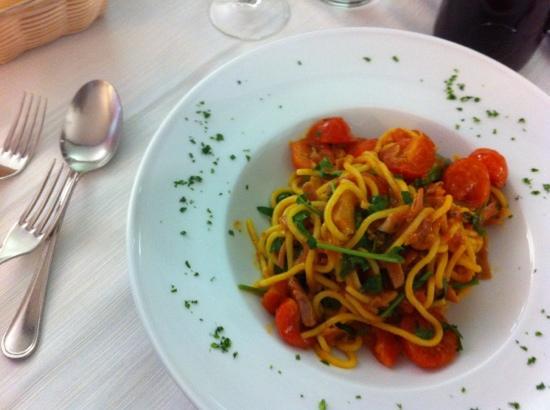 Al Folzone : esempio di pasta fatta in casa bel servizio domenicale. durante la settimana un po' meno cura e