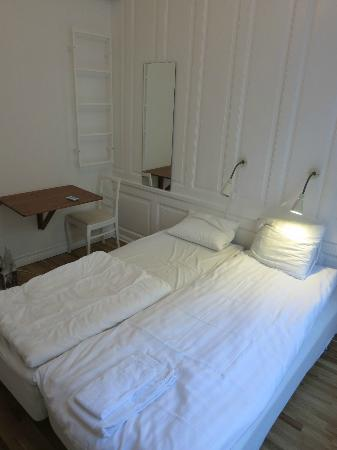 Old Town Lodge: room with a small table