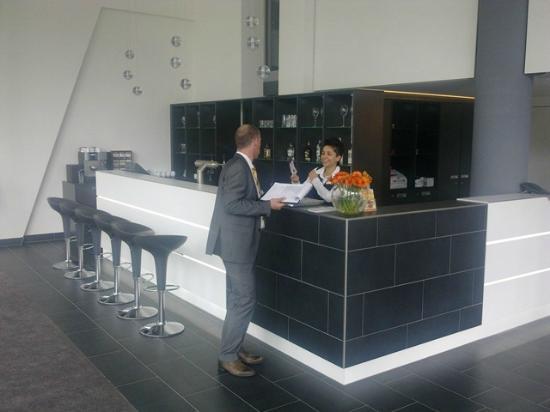 Novum Select Hotel Berlin Spiegelturm: Rezeption im EG