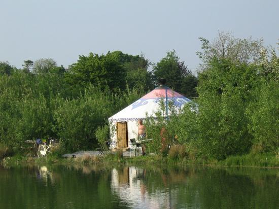 Boutique Camping: Cambodian Yurt by the lake -Idyllic!