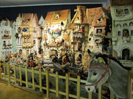 Nuremberg Toy Museum (Spielzeugmuseum): old village landscape