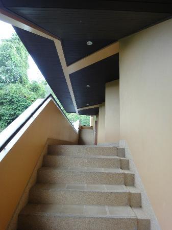 Amari Vogue Krabi: 客室によってはこの階段。