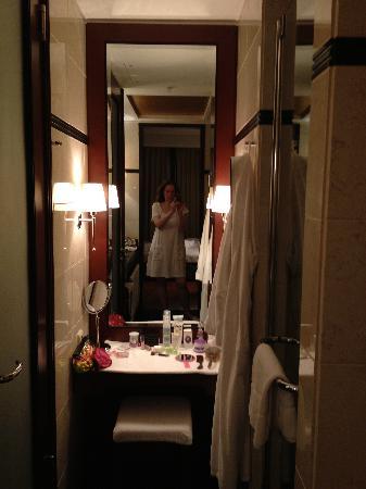 alles separat: bad, dusche, wc, schmink- und frisierbereich und, Hause ideen