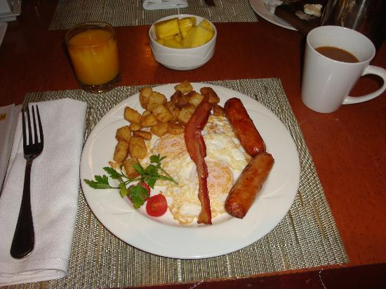 Hilton Vancouver Airport: Buffet Breakfast with eggs to order