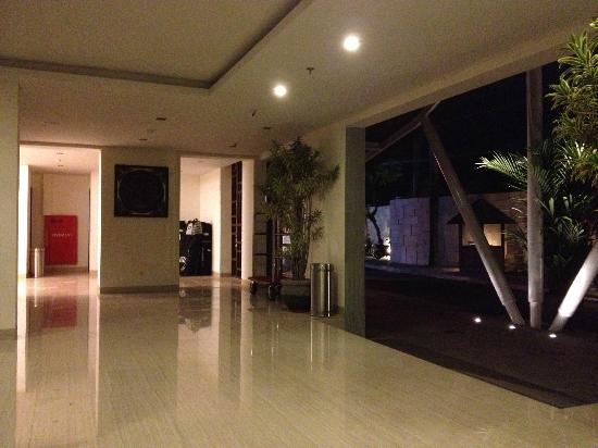 Sense Hotel Seminyak: Entrance / Reception area