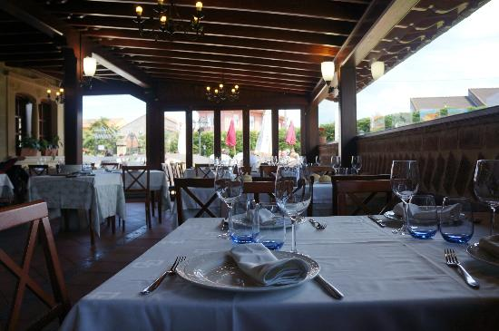 Casa Ciana: indoor terrace seating