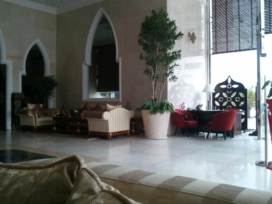 BEST WESTERN PLUS Doha: The impressive looking lobby, but wasn't when looked at in detail