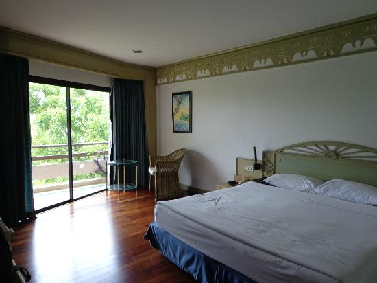 Maritime Park & Spa Resort: Room with laminated floor