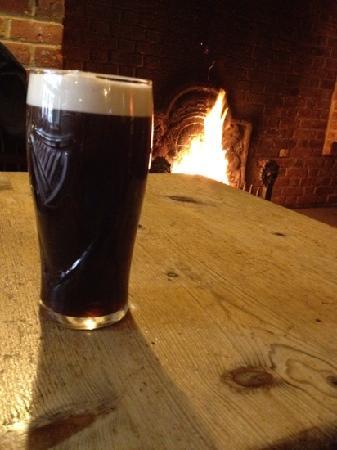 Dukes Bar & Restaurant at Villiers: Roaring fire in the bar!