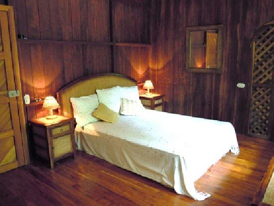 Manu Yoga Village: suite, second bedroom