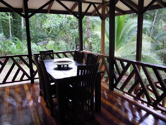 Manu Yoga Village: suite, dining room