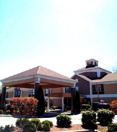 Comfort Inn Near High Point University: Exterior view