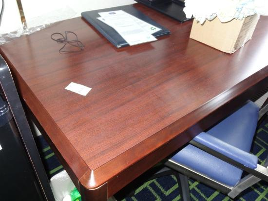 Fairfield Inn Amesbury: Dust on the desk