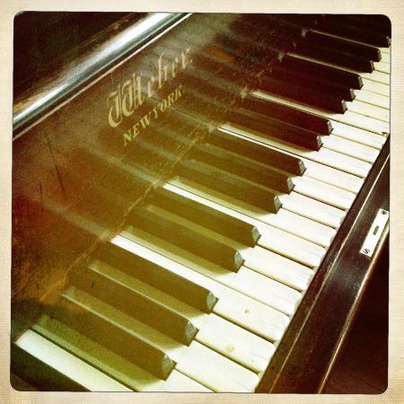 Kirkman House Museum: Weber box piano