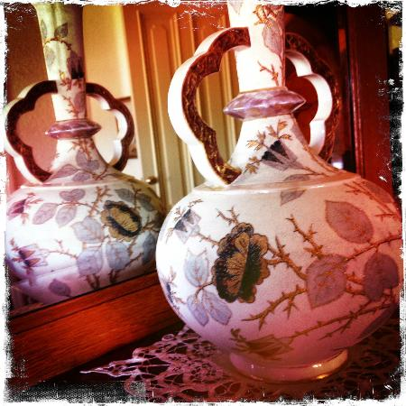 Kirkman House Museum: Original vase from family period