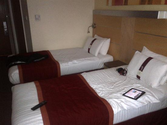 Holiday Inn Express London - Park Royal: spacious room