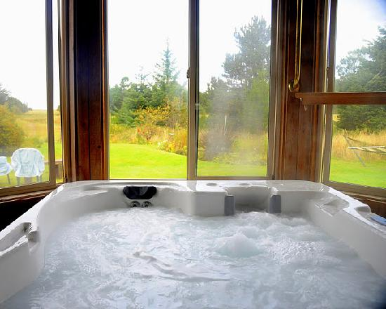 Boreas Bed and Breakfast Inn: The Boreas hot tub has a single key, a candle in the window lets others know  you're in there...