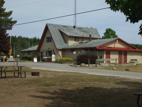 Barrie KOA : Main office with attached Bado's Pizza KOA
