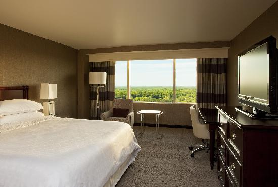 Sheraton Tysons Hotel: King Tower Guest Room