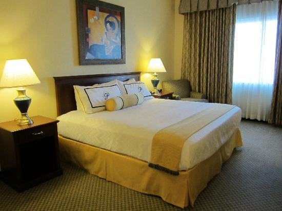 The Parkway Hotel: King room VIP Level