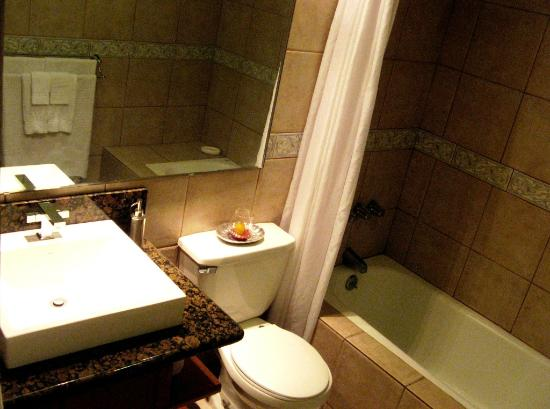 Villas de Cariari: bathroom