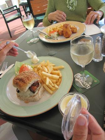 Salt Rock Grill: Burger and fish and chips