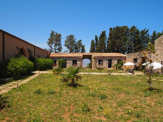 Masseria del Piano - Gargidicenere: Courtyard of the hotel