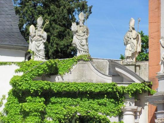 St. Mathias Church: statues