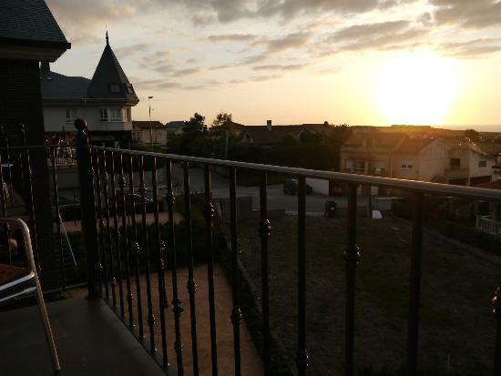 Calas de Liencres: Desde el balcón al atardecer
