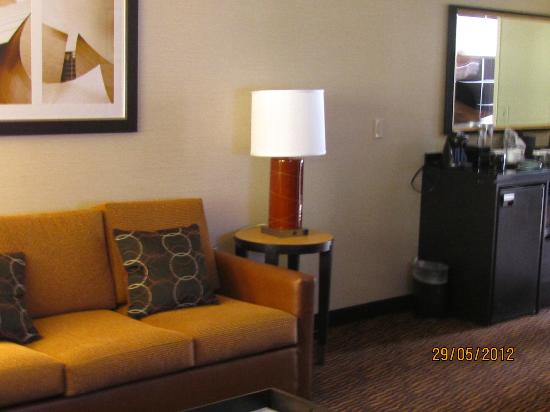 Embassy Suites by Hilton LAX North: Lounge area