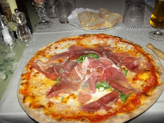 Hotel & Residence Il Teatro: Pizza at Cucina Morena's restaurant near Il Teatro (restaurant is located one block away)