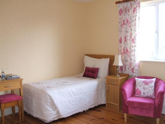 Carrowntober House: Single & Double Room sleeps 2/3 persons