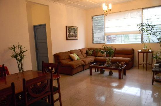 Tangara Guest House: Sala