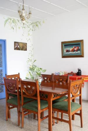 Tangara Guest House: comedor