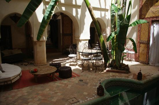 Riad les Inseparables: Pool grounds